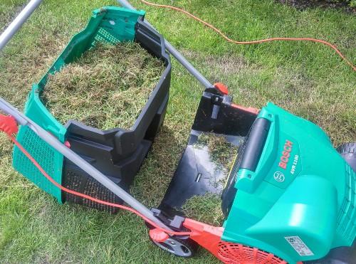 Bosch AVR 1100 Verticutter Lawnraker with moss after testing