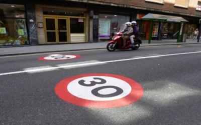 ¿Cómo se aplica la reducción del límite de velocidad a 30 km/h?
