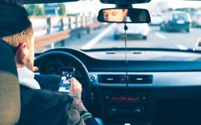 Una empresa privada espiará si llevas el cinturón o usas el móvil