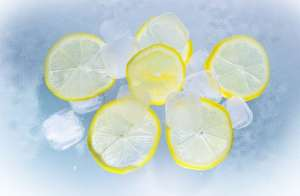 ice cubes with lemon