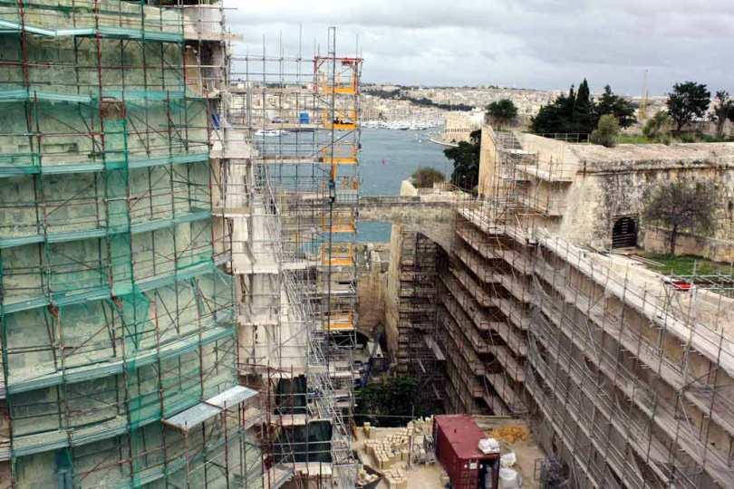 Die riesigen Festungsmauern von Valetta werden zurzeit restauriert.