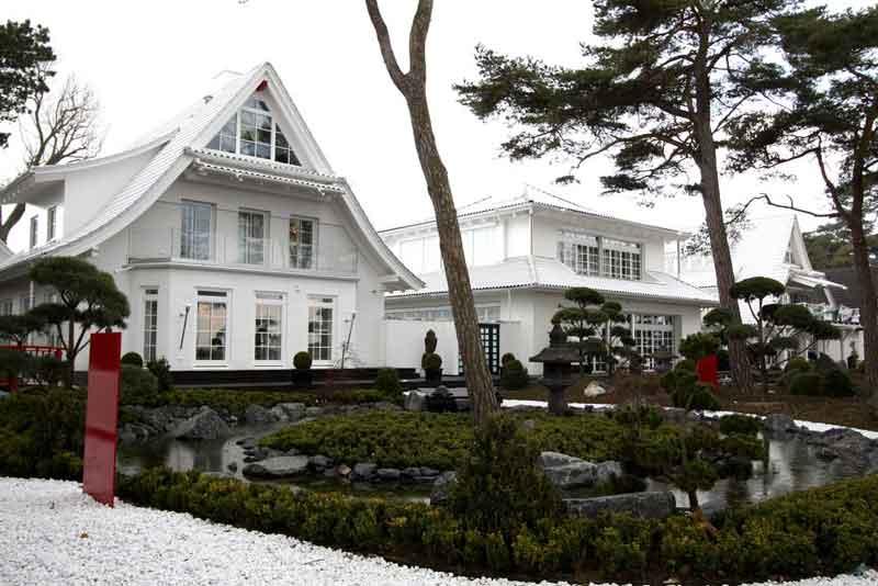 Ein Stück Japan: Die weißen Villen am Ostseestrand (1/2)