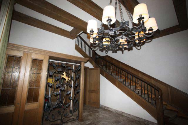 Das Original-Treppenhaus im Herrenhaus sieht ganz anders aus als das Film-Treppenhaus.