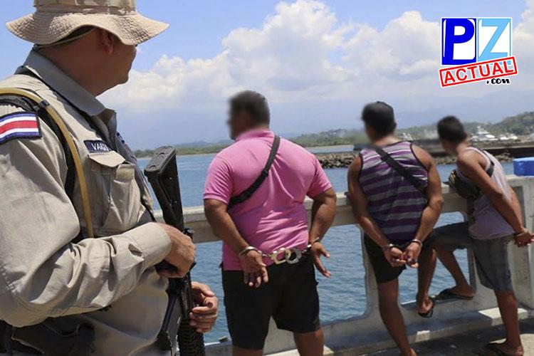 Guardacostas detiene lancha pesquera con 525 kilos de cocaína cerca de Quepos.