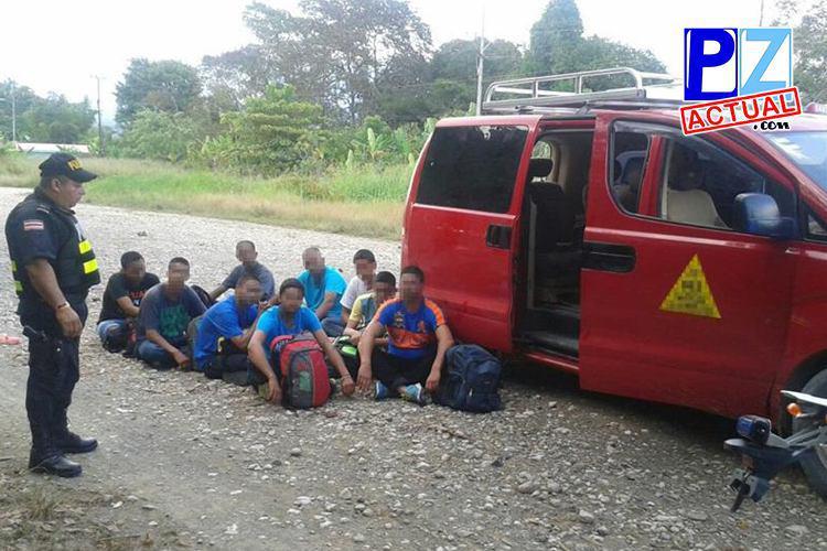 Sorprenden a taxista que trasladaba extranjeros con condición migratoria irregular en Golfito.