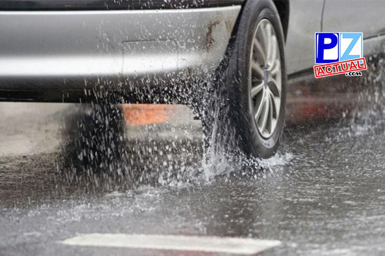 Hidroplaneo, el fenómeno que sufren los carros bajo la lluvia.