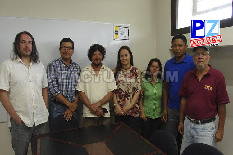 En la fotografía de izquierda a derecha: Jerry Mora; Heyner Azofeifa; Daniel Villalobos, Diana Murillo, Gerente del Inder; Sonia Cortés; Erick Morales y Reinier Canales www.pzactual.com