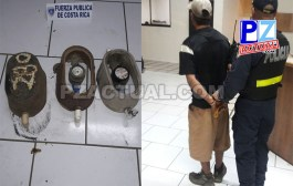 Oficiales sorprenden a dos sujetos en apariencia robando medidores de agua en Jacó.