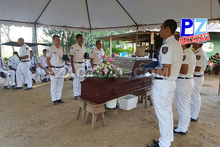 Oficiales del Guardacostas despidieron con honores a compañero fallecido en accidente.