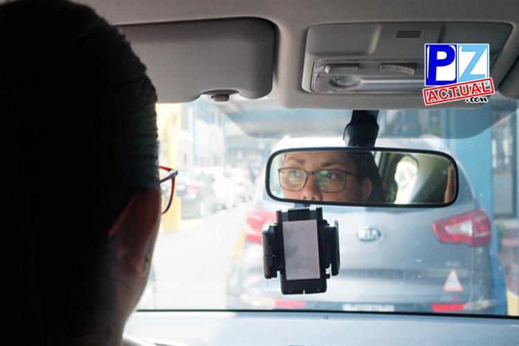 En toda fotografía para licencia de conducir, usuario debe aparecer sin anteojos.