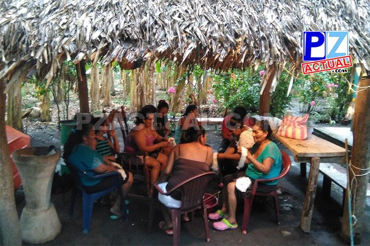 Mujeres indígenas de Rey Curré buscan mantener vivas sus raíces ancestrales.
