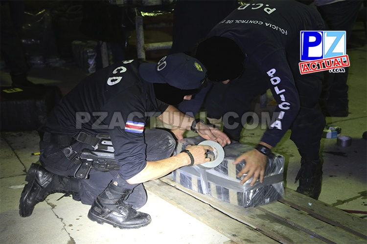Autoridades interceptan dos embarcaciones con una tonelada de cocaína y capturan a cinco costarricenses en Quepos.