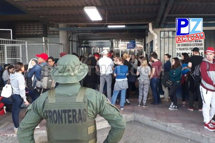 Seguridad Pública resguarda a peregrinos que entran a Panamá por Paso Canoas y Sixaola.