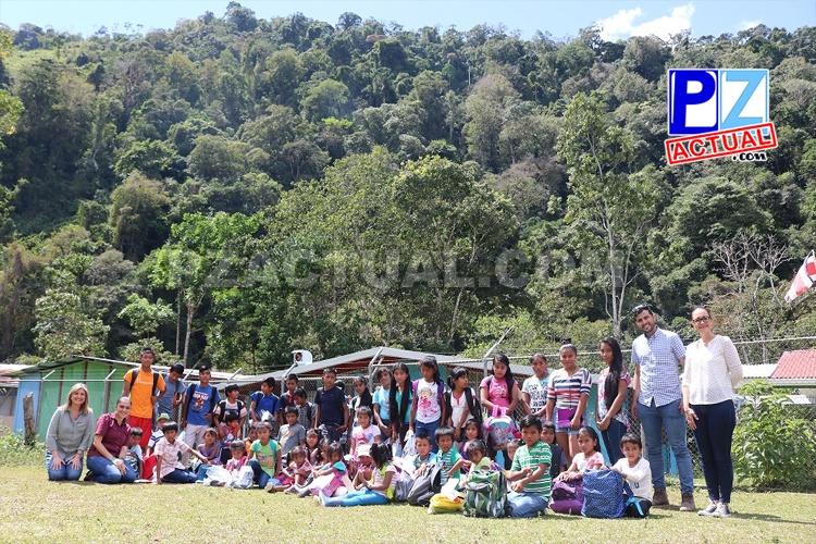 45 menores Cabécar de Alto Chirripó entraron hoy a clases con útiles nuevos.