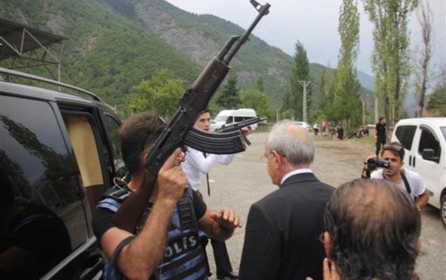 Kılıçdaroğlunun korteji atəşə tutuldu -  1 ölü, 2 yaralı