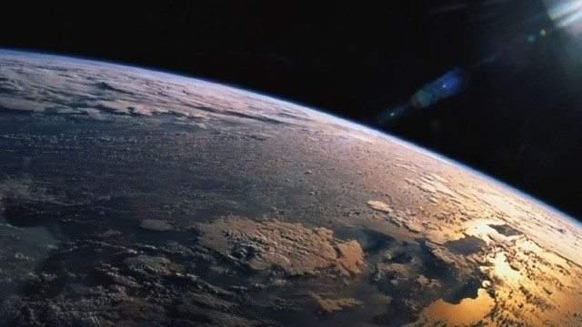 الحياة على الأرض نشأت قبل 3.5 مليار سنة ولم يتم اكتشاف أي حياة على أية كواكب  أخرى.. الأمر الذي يدفعنا إلى طرح السؤال: لماذا كوكب الأرض بالأخص؟