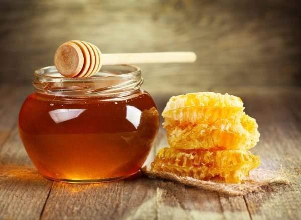 العسل والقرفة.. علاج طبيعي وخليط سحري