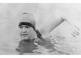 Who is the first Indian woman to swim the English Channel twice?