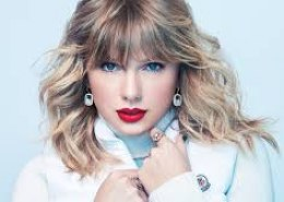 How many copies of Swift's third album, 2010's Speak Now, sold within the first week of its US release?