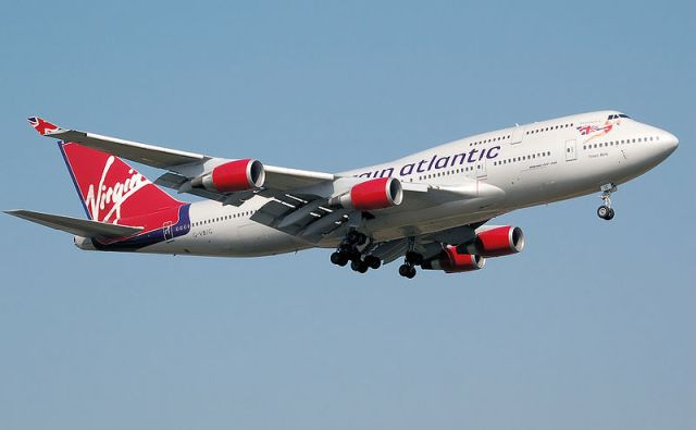 800px-Virgin_atlantic_b747-400_g-vbig_arp