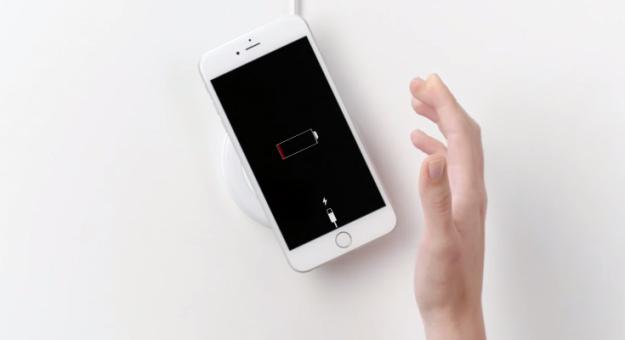 samsung-anti-iphone-6-6s-wireless-charging-ad