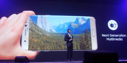 Ivan Pua, Smartphone Category Head of Samsung Electronics Philippines, proudly presents the first Samsung smartphone to have HDR video, the Samsung Galaxy Note7