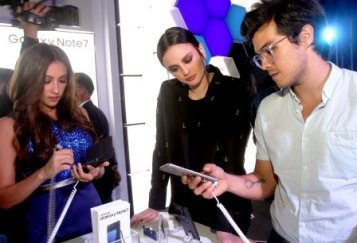 Samsung mobile ambassadors, (L-R) Solenn Heussaff, Georgina Wilson and Erwan Heussaff try out the smartphone that thinks big, the new Samsung Galaxy Note7