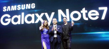 Solenn Heussaff and Georgina Wilson join Samsung Electronics Philippines President and Managing Director, Kevin Lee, at the Samsung Galaxy Note7's Noteworthy Affair