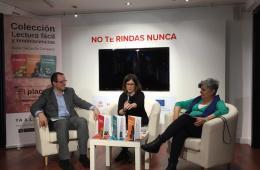Nuria Carcavilla, junto a Pilar Rodríguez (Fundación Pilares para la Autonomía Personal) y Óscar García (Plena Inclusión Madrid) en la presentación de sus libros.