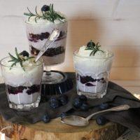 Blaubeer-Mascarpone Beeren Schichtdessert im Glas #Food #Rezept #Nachtisch