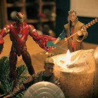 Wenn IronMan die Kerzen entzündet, muss Advent sein! Ein legendärer Adventskranz mit den Marvel Legends und Hasbro