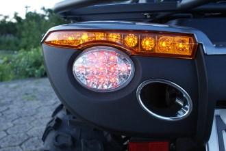 LED überall: Formschöne Heckbeleuchtung lenkt den Blick auf die Auspuffblende ohne Funktion.