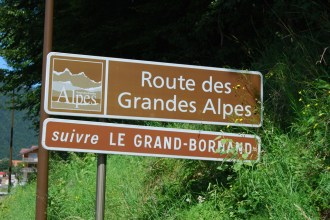 16 Pässe: Die Route Grande Alpes führt vom Mittelmeer bis zum Genfer See und ist jährlich Austragungsetappe der Tour de France.