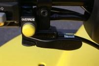 Alles dran: mechanische Bremse und der Override-Knopf fürs zügige Zurücksetzen.