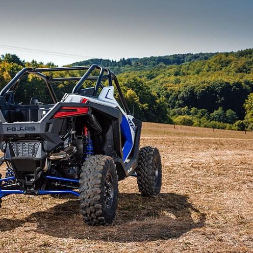 Dank des komplett neuen Chassis setzt der RZR Pro XP Ultimate auf jedem Terrain neue Maßstäbe.