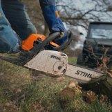 Klassiker: Einer der häufigsten Utility-Einsätze ist das Schlagen und bearbeiten von Holz.