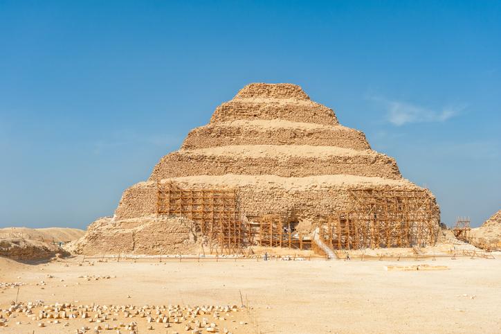 Primeira pirâmide do Egito é atração na cidade de Saqqara | Qual Viagem