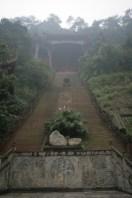 Escalier vers le haut du temple de leshan