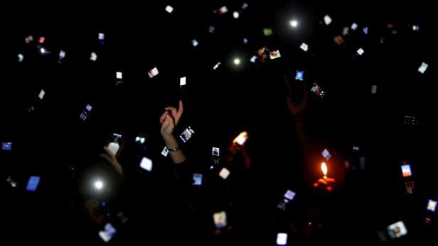 ap100126117454-smartphones