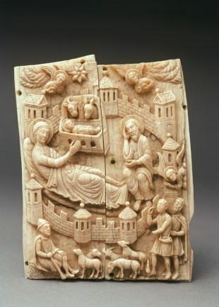 Geburt Christi, aus der sog. Kleineren Gestichelten Gruppe, Köln, um 1150/1160 Walrosszahn, 14,1 x 10,8 cm Museum Schnütgen, Köln Foto: Rheinisches Bildarchiv Köln