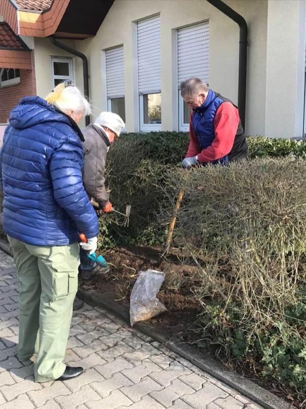 BT-Waldacker-Projekttag-19-03-2021-Natur-zurück-in-die-Stadt--Platz-für-die-Wildrose-wird-geschaffen