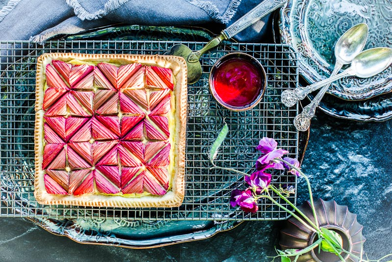 Tarte rhubarbe graphique - Magali ANCENAY Photographe Culinaire