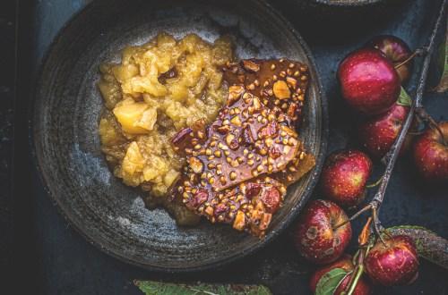Compote de pomme et craquelin au sarrasin - Magali ANCENAY Agency