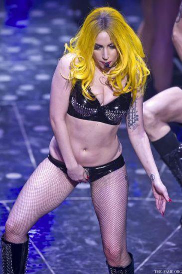 Lady GaGa se marca un baile erótico en Oslo y anuncia una línea de condones