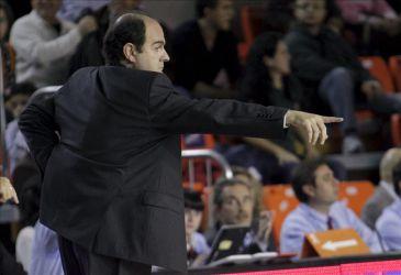 El CB Granada destituye al técnico Trifón Poch