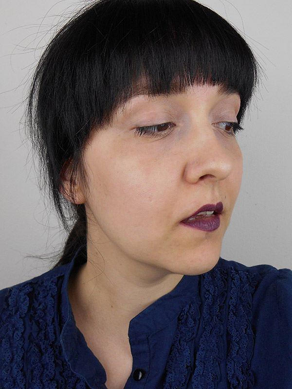 Don't be intimidated by dark lipstick! See how easy it is to wear it. Click though for the tutorial | Queen Lila