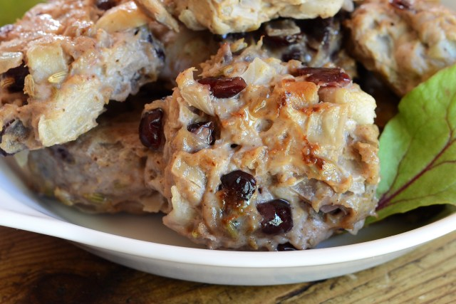 Cranberry Apple Chicken Sausage Patties highlight the flavors of autumn and can be eaten for breakfast, lunch, or dinner. | QueenofMyKitchen.com