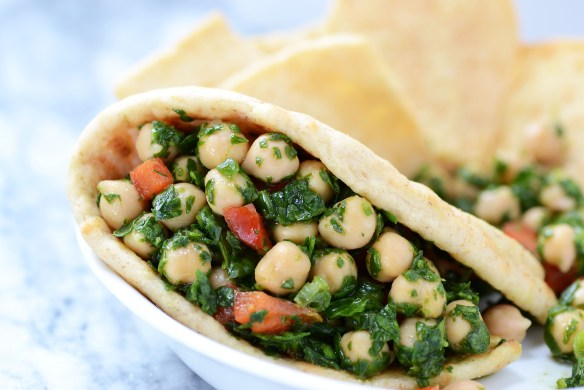 Chickpea Spinach Salad is a simple, healthy, and versatile salad that can be served as a main dish, side dish or appetizer. | QueenofMyKitchen.com