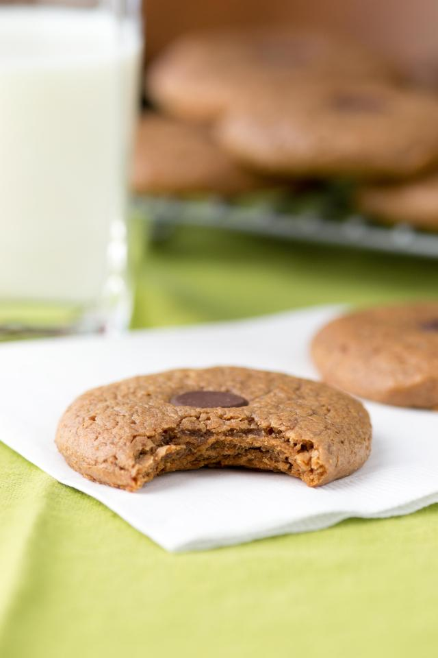 Almond Butter Button Cookies – Deliciously soft and chewy cookies made with just a handful of healthy ingredients. Gluten-free. | QueenofMyKitchen.com