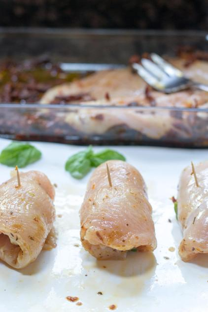 Slow Cooker Mozzarella Stuffed Chicken Breasts – Mozzarella stuffed chicken breasts are smothered with sun-dried tomatoes and artichoke hearts and slow cooked to perfection. Easy and delicious. A great meal for entertaining. Gluten-free. | QueenofMyKitchen.com